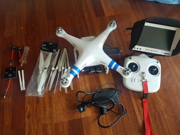 DJI PHANTOM 2+ w zestawie z gimbalem 3D oraz monitorem pod GoPRO