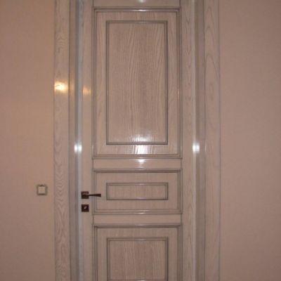 Двері та інші вироби з дерева