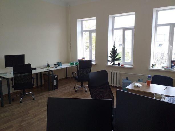 Вместительный светлый офис в стильном БЦ ор.ТРЦ Глобус м.Майдан 30м2