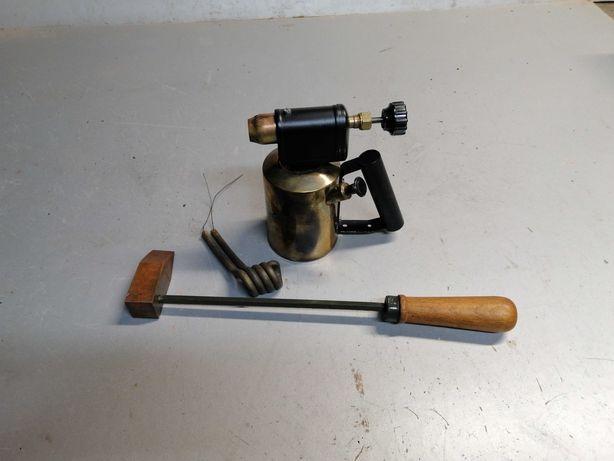 Narzędzia dekarskie: grzejnik benzynowy, lutownica ręczna