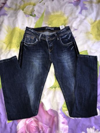 Продам джинси 26р.