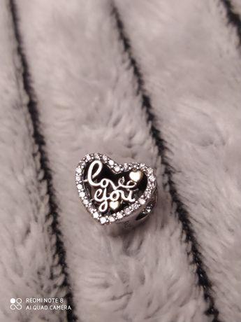 Nowy srebrny lśniący charms w kształcie serca z wplecionym napisem