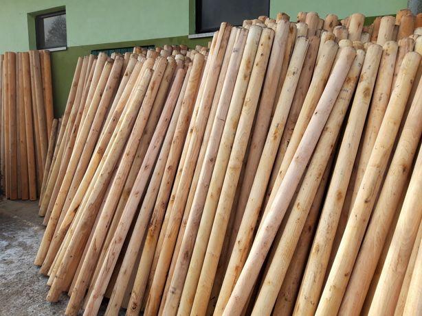 Słupki drewniane kolki stemple siatka lesna ogrodzenie tymczasowe