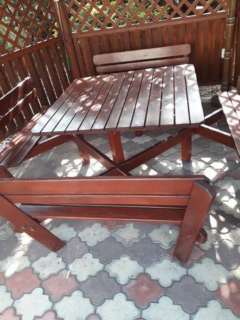 Stół ogrodowy z ławkami