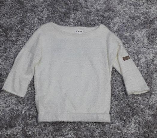 Włochaty sweterek