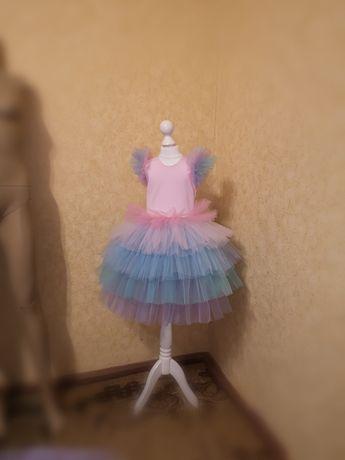 Нарядное платье на девочку 4-5 лет