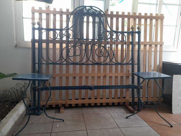 Cama de Ferro e Mesas Cabeceira