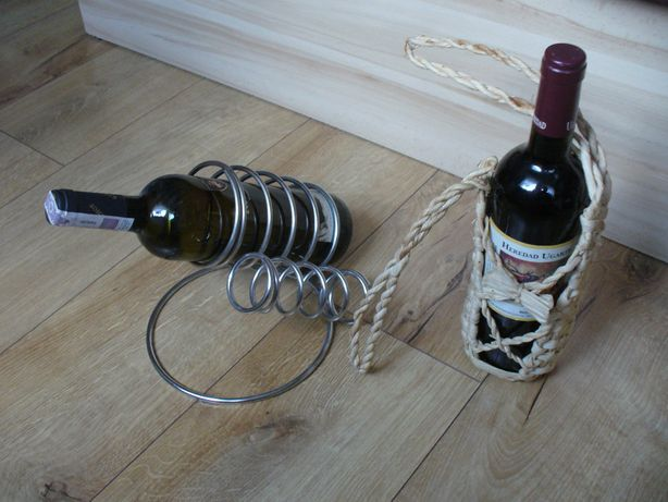 Elegancki metalowy stojak na wino w kolorze srebra + plecionka na wino