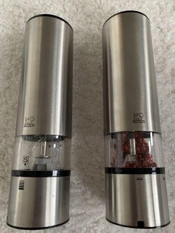 zestaw dwóch elektrycznych młynków sól i pieprz Peugeot