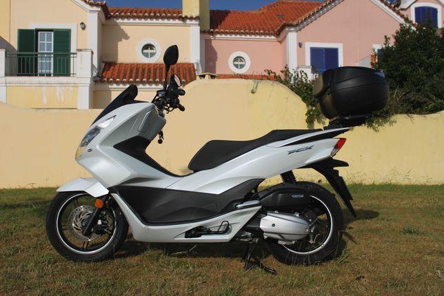 Scooter Honda PCX 125 Branca como nova + Extras | 8.350 Km