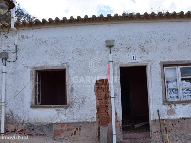 Moradia em banda T2 perto da Praia, Salema, Algarve