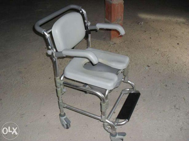 Cadeira de rodas apoio banho e necessidades