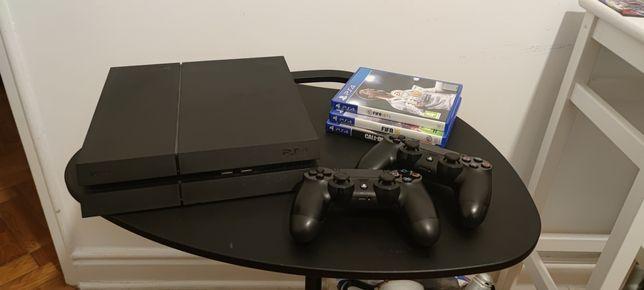 PS4 500Gb com 2 comandos e 4 jogos