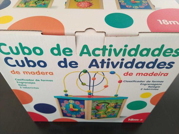 Cubo de Atividades em Madeira