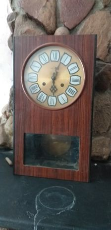 Stary zegar nakręcony Mestor