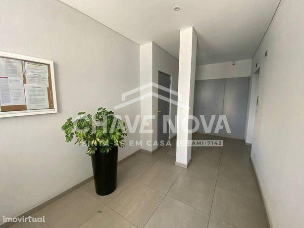 Apartamento T2 com lugar de garagem na Maia