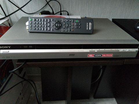 Sprzedam Nagrywarkę DVD SONY RDR-HX750
