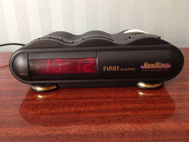 Электронные настольные часы First 439 / радио /будильник