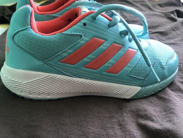 Кросівки adidas  35 розмір