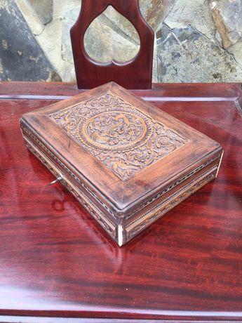 Caixa Madeira esculpida com embutidos séc XIX 20,5 cm