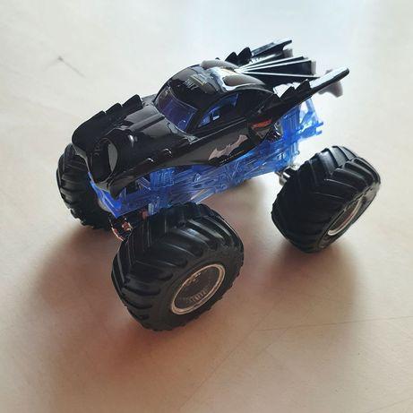 Крутая игрушечная машинка