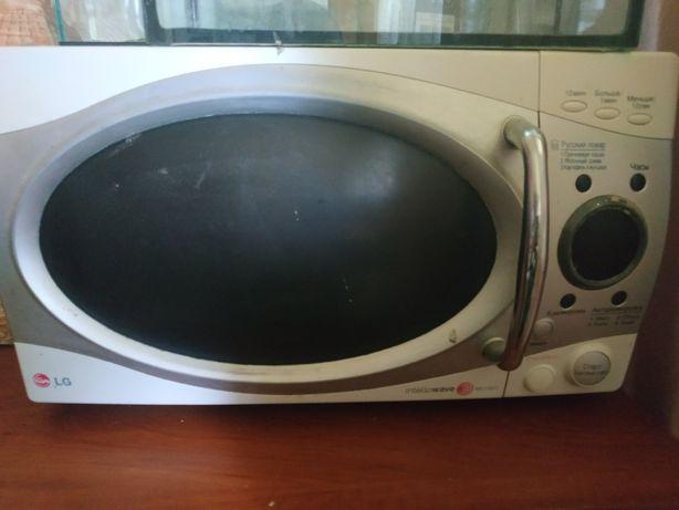 Продам на запчасти микроволновку микроволновую печь