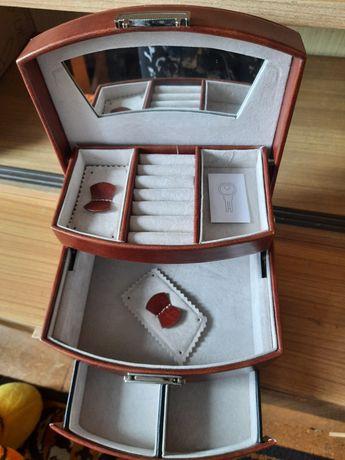 Kuferek na biżuterię Nowy
