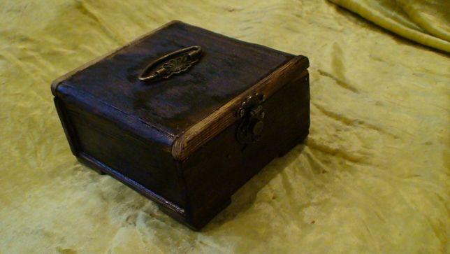 шкатулка сундучок из дерева ручной работы обожженная под старину.