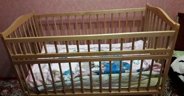 Дитяче ліжечко в ідеал стані