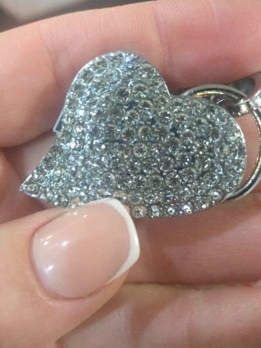 Флешка на 1 гиг. Кулон сердце. Подарок Каменское - изображение 1