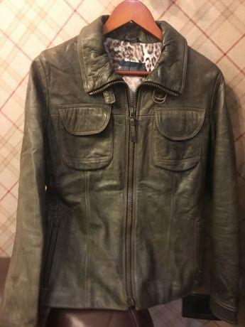Продаю кожанную женскую куртку