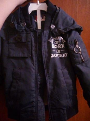 Продам дитячу весняну курточку