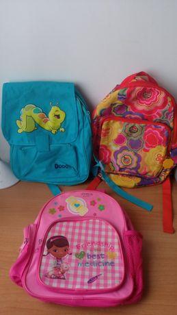 Três mochilas para crianças do pré escolar até 8 anos