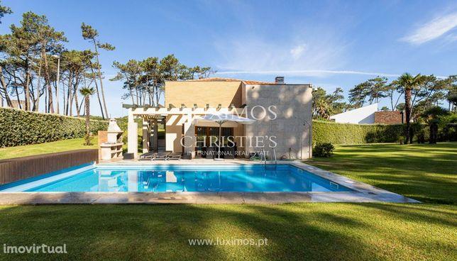 Moradia de luxo com piscina e jardim, para venda, em Fão, Esposende