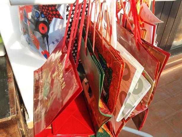 Saquinhos e caixas presentes