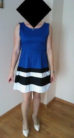 Niebieska sukienka w paski
