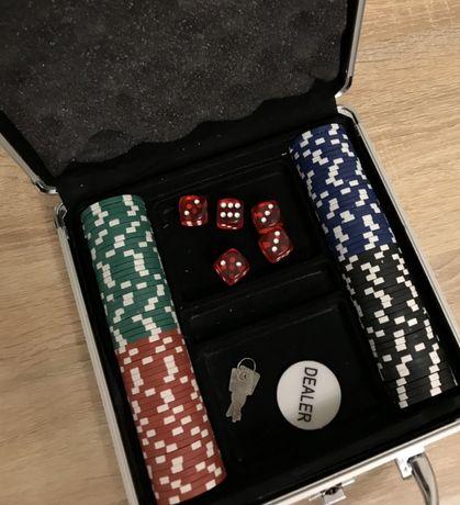 Продаю покерный набор с номиналом в алюминиевом кейсе на 100 фишек