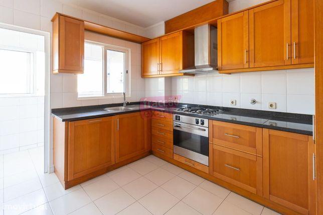 Junto Hospital Ovar | Apartamento T2 Pronto Habitar | Varanda