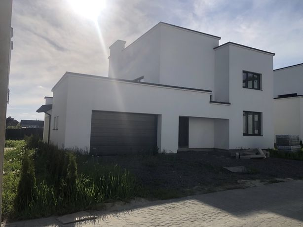 Продам окремостоячий будинок в Конопниці