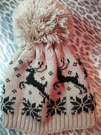 Зимняя шапка с оленями