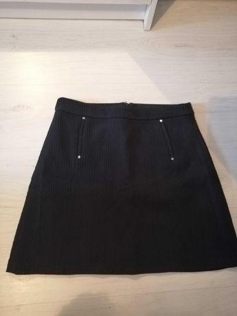 Czarna spódnica mini Reserved L