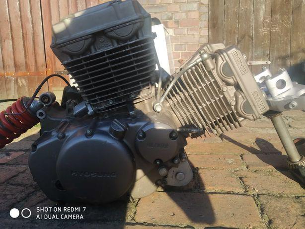 Silnik na czesci, kiwaczek amortyzator i półki do hyosung gt 125