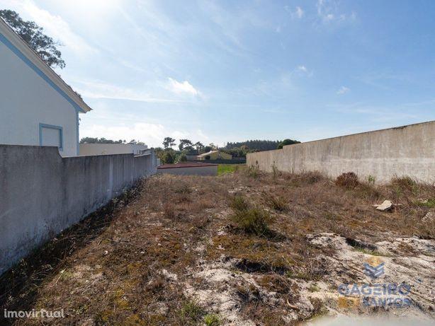 Lote de terreno com projeto aprovado para construção de m...