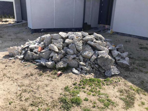 Oddam gruz, kawałki betonu