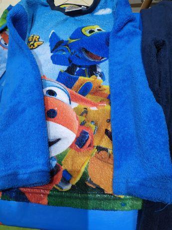 Conjunto 3 peças: robe e pijama.
