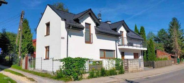 Sprzedam dom z dwoma mieszkaniami  w centrum  Krzeszowic.