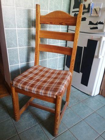 Krzesła drewniane lite Pinus. Wygodne, wysokie oparcia