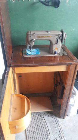 Продам б/у швейную машинку Подольск.