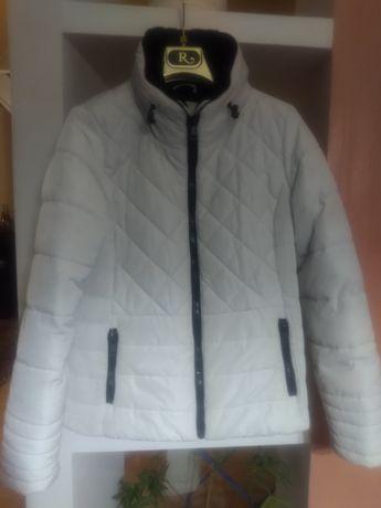Демисезонная белая куртка