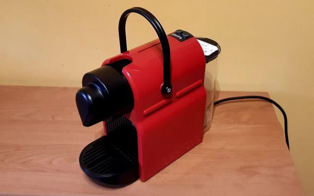 Ciśnieniowy ekspres do kawy Krups Nespresso Inissia XN1005 (czerwony)